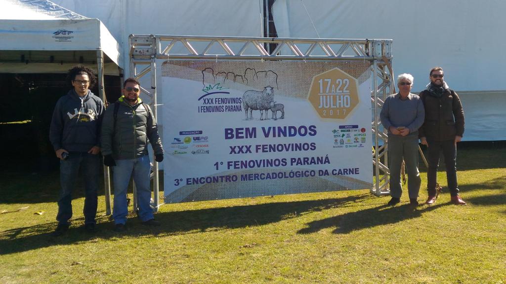 Equipe CordeiroBIZ e One Stop Ram Shop no III Encontro Mercadológico da Carne e I Fenovinos Paraná. Da esquerda para a direita: André Troy, Felipe Santiago, Robin Hilson e Rafael Santos.